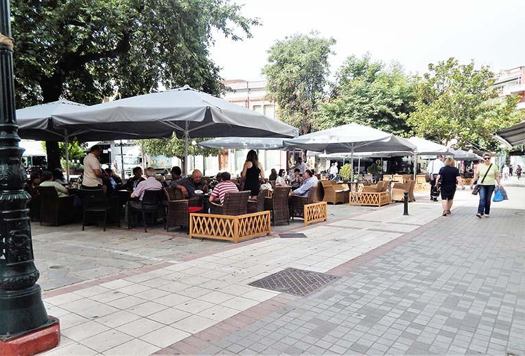 Άρτα: Οδηγούνται σε αφανισμό οι καφετέριες της Άρτας! ΜΕ ΤΑ ΜΕΤΡΑ «ΤΑΞΗΣ» ΤΟΥ ΔΗΜΟΥ ΣΤΙΣ ΠΛΑΤΕΙΕΣ